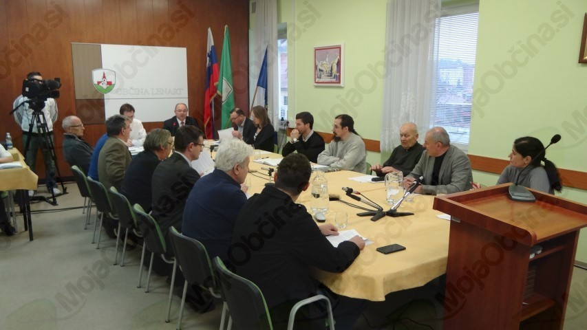 1. izredna seja: Svetniki nasprotujejo nameri ustanovitve začasne izpostave Centra za tujce v Črnem lesu pri Lenartu