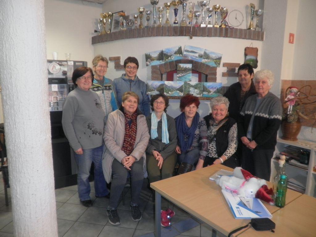 Udeleženke ustvarjalne slikarske delavnice. foto: Majda Rejec