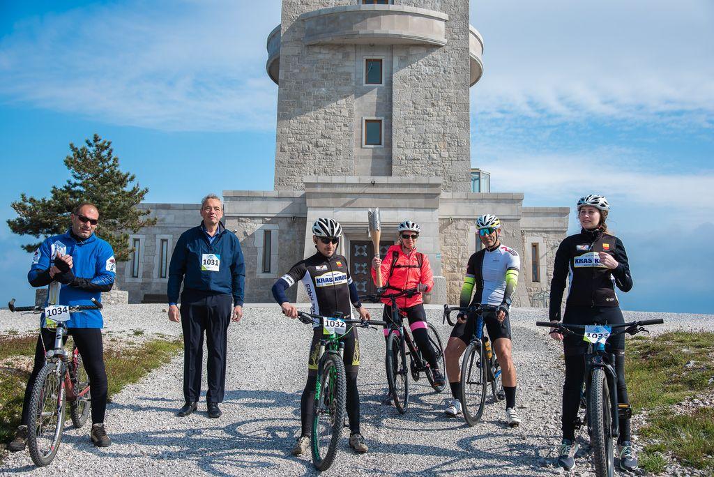 foto: Mitja Ambroželj - kolesarji gredo na pot