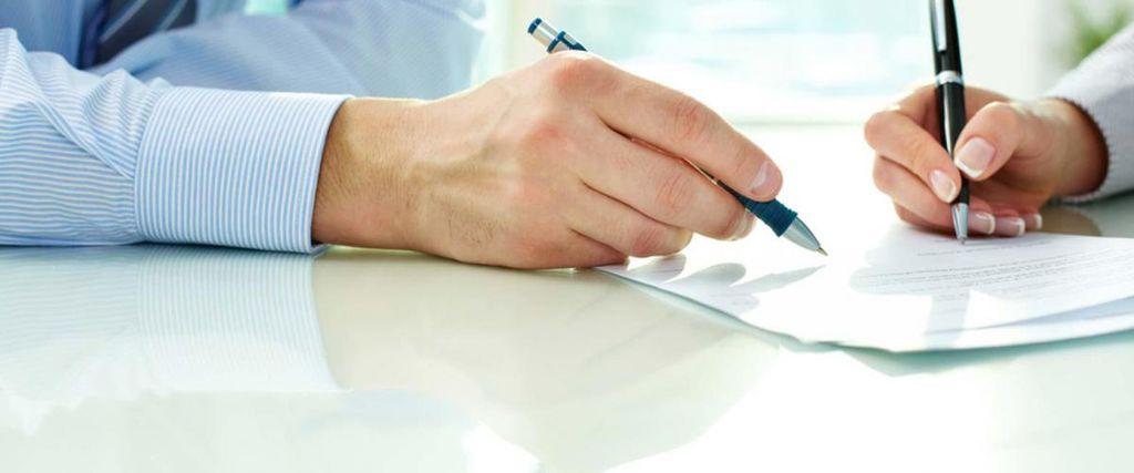 Koronavirus: Čakanje na delo na domu in odpoved iz poslovnih razlogov