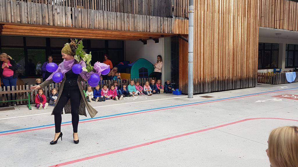 Jesenska modna revija sadja v Vrtcu Bled