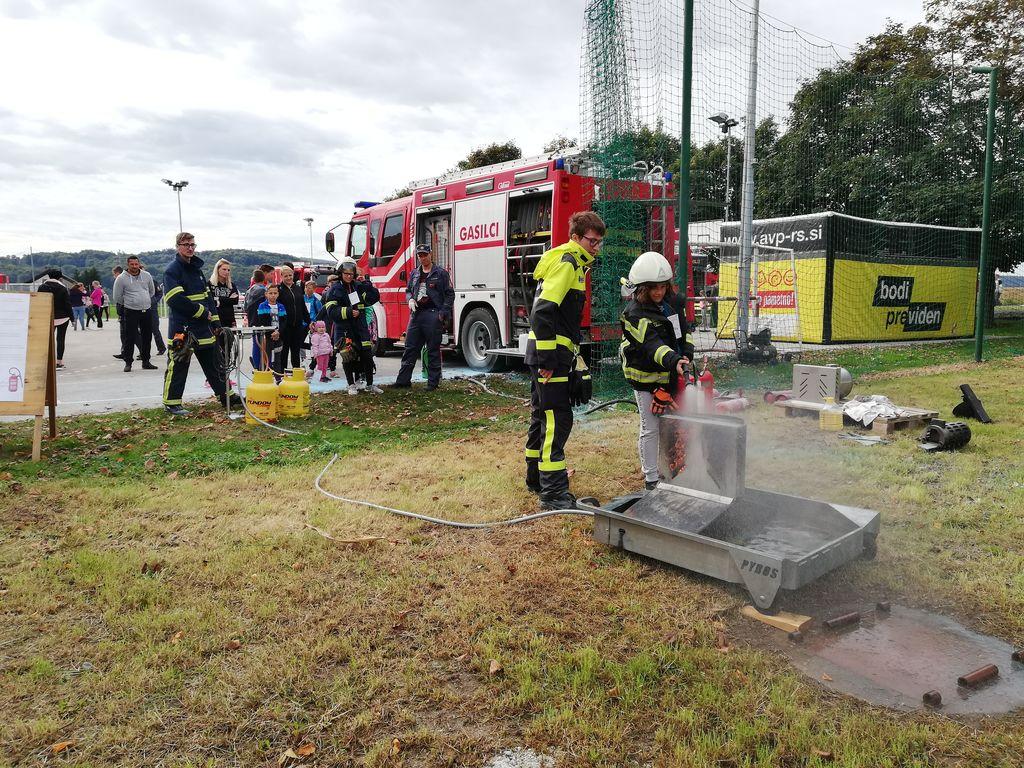 Mladi gasilci so se lahko preizkusili v gašenju