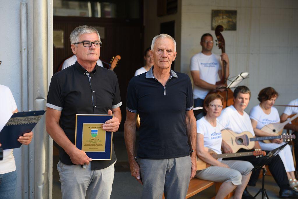 Župan Bojan Čebela in nagrajenec Andrej Verbič