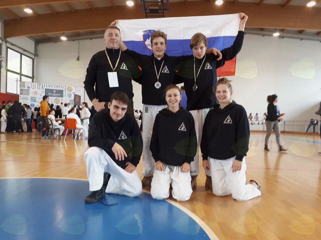 Ekipa ju jitsu  IPPON Sevnica s trenerjem Romanom Kumpom
