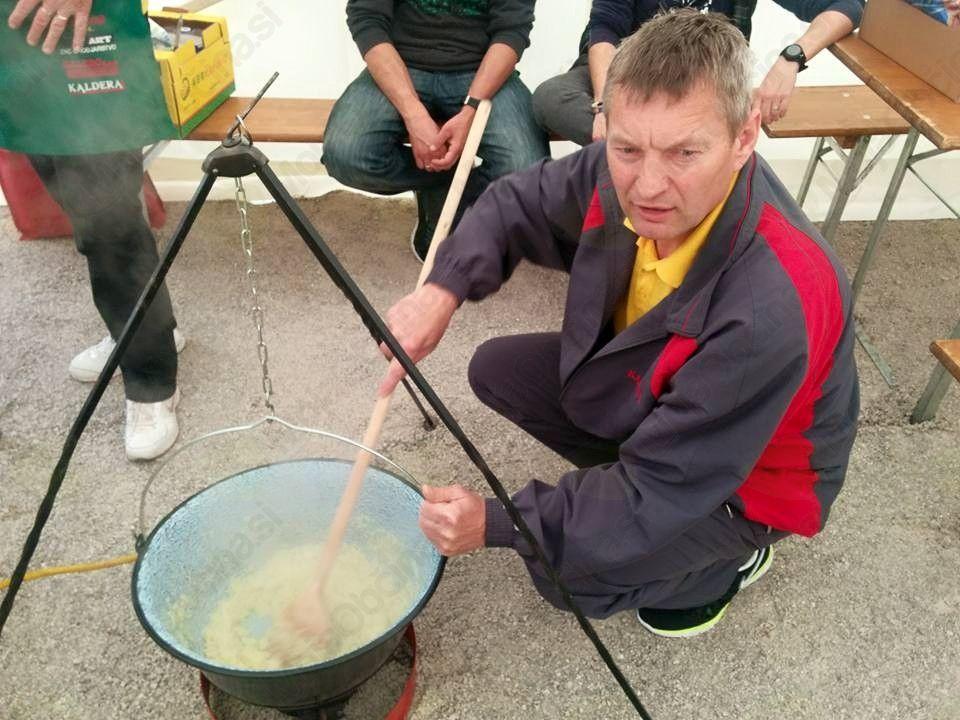 Kuhanje golaža (Avtorica fotografije: Janja Višič)