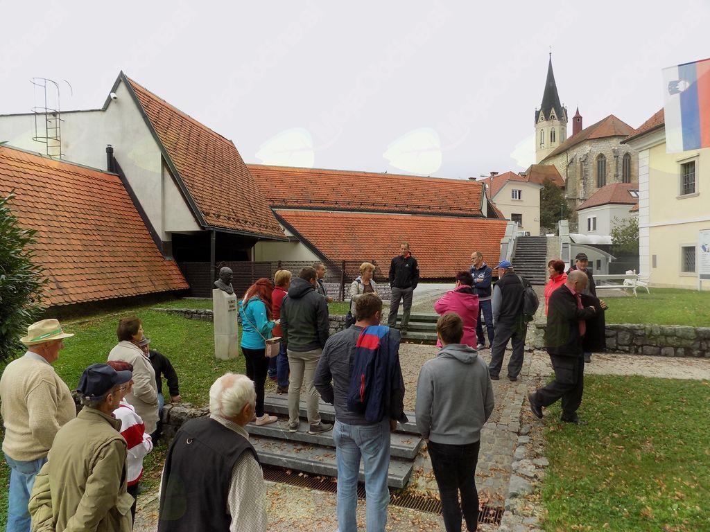 Sprehod po Novem mestu do kapiteljske cerkve sv. Nikolaja.