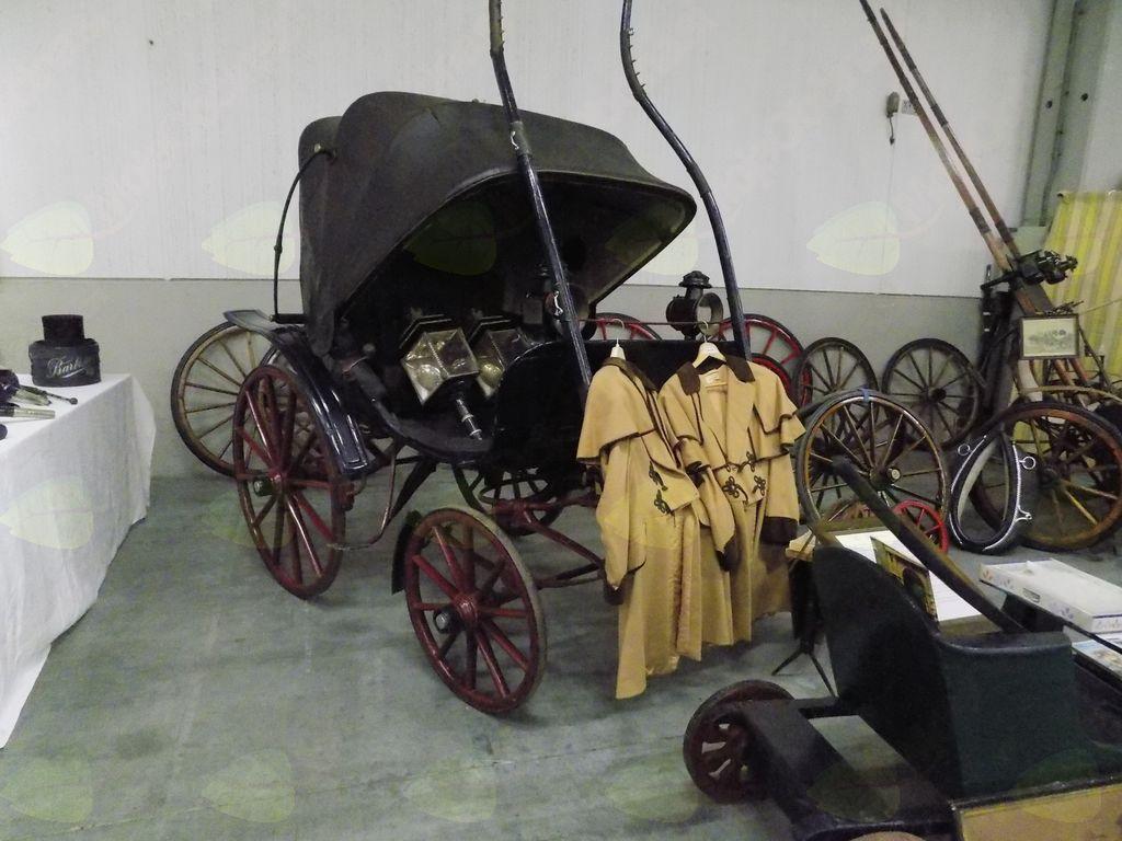 Stare  kočije in vozovi