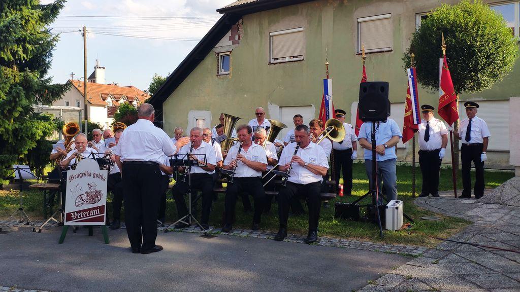 Mengeška veteranska godba pod vodstvom dirigenta Janeza Pera