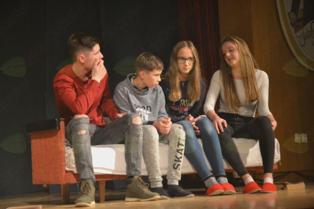 Sv. Miklavž obdaril polhograjske otroke