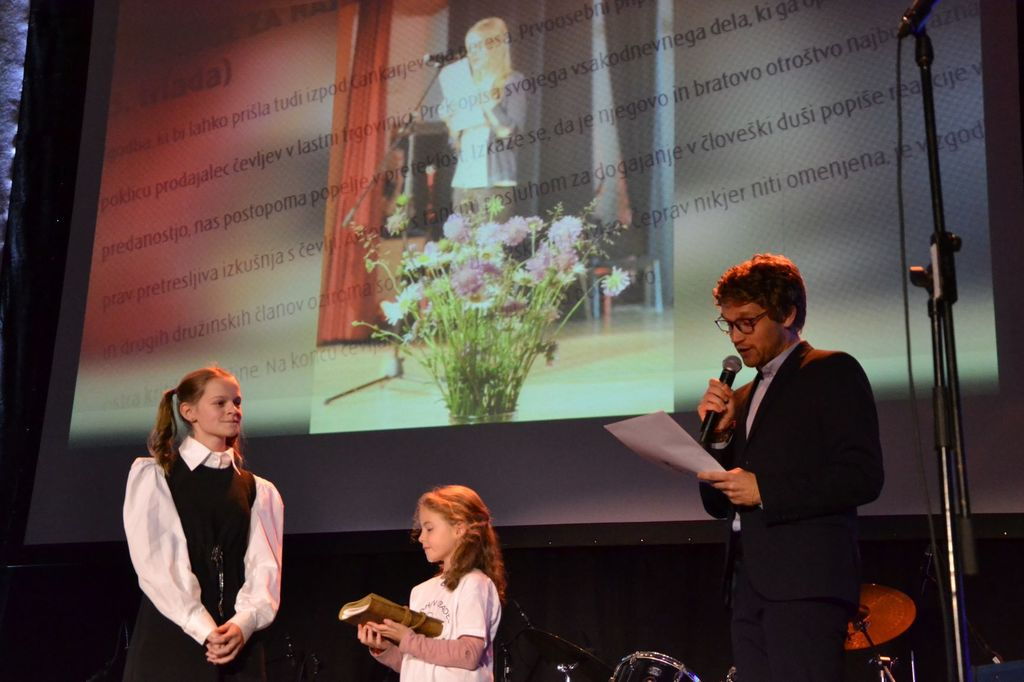 Osnovna šola Polhov Gradec v 50 letih