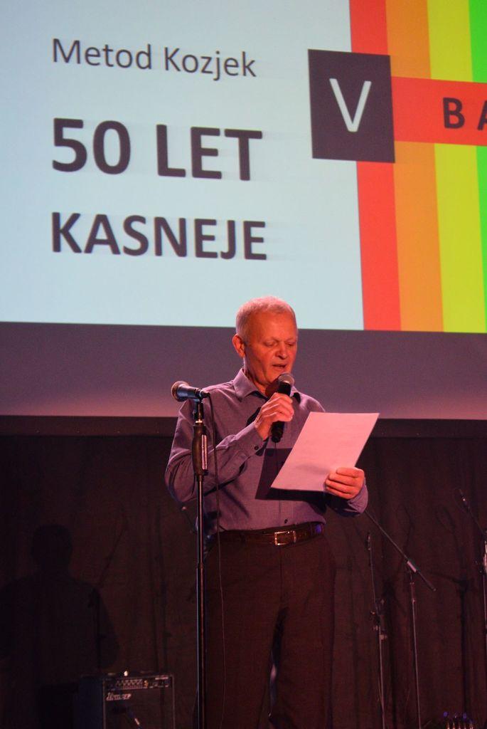 Metod Kozjek ob prebiranju svojih vtisov izpred petdesetih let.