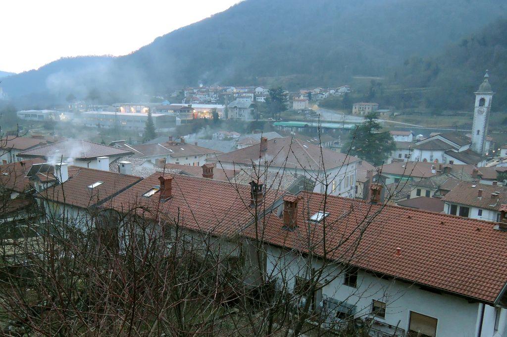 Kakovost zraka v občini Kanal ob Soči v zimskem času: problematična zlasti individualna kurišča