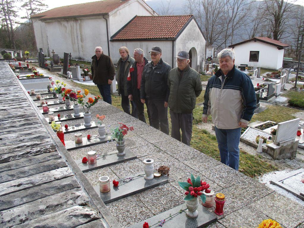 V sredo, 19. februarja 2020 je delegacija članov ZB iz Breginja in Kobarida obiskala grobnico domačinov na pokopališču v Sedlu in na vsako ime položila nagelj.