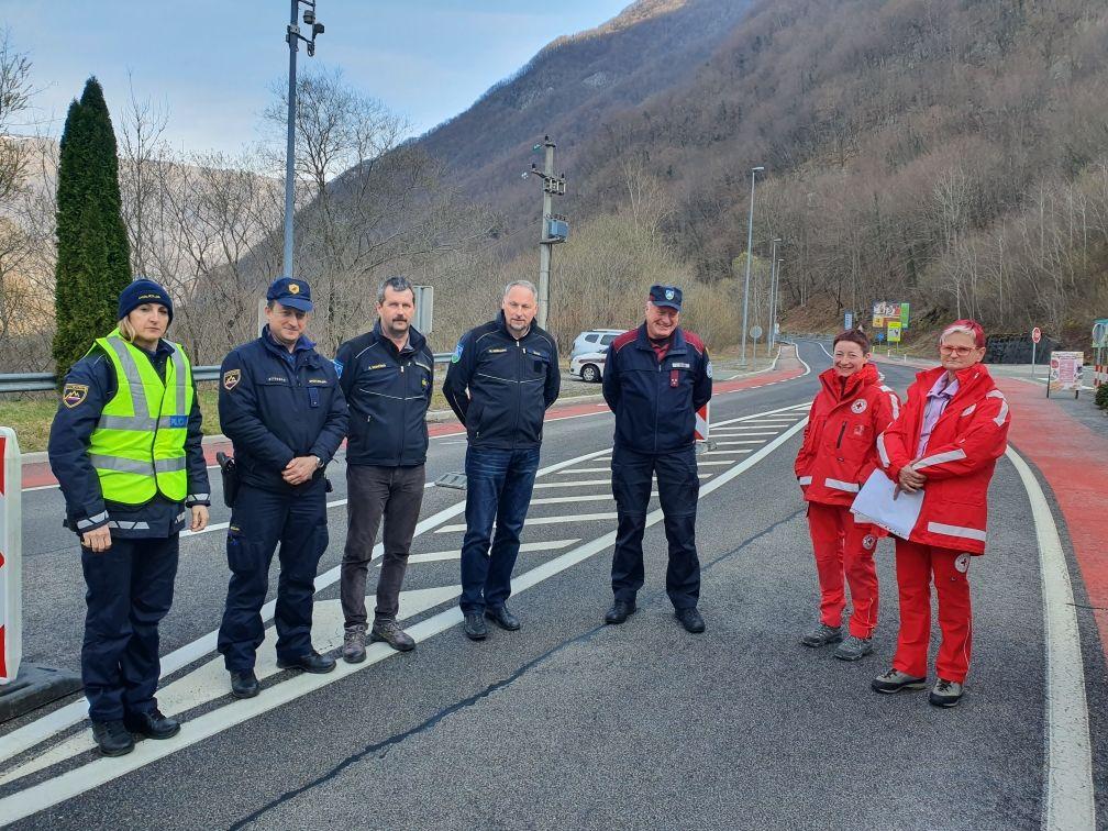 Danes sta si stanje na terenu ogledala tudi župan Občine Kobarid in poveljnik Civilne zaščite Občine Kobarid.