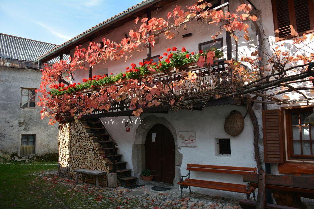 Rojstna hiša Simona Gregorčiča na Vrsnem. Foto: Danilo Lesjak, arhiv Turizem Dolina Soče