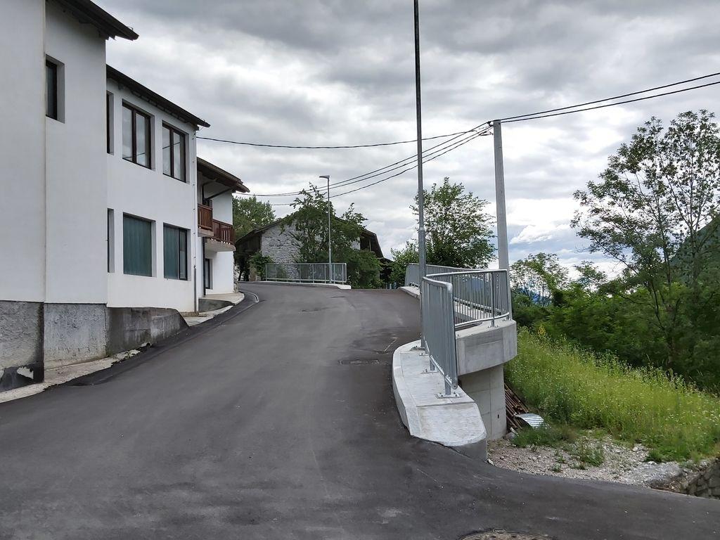 Urejena je cesta skozi Borjano.