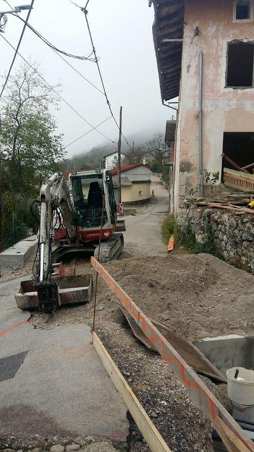 Cesta v Borjani pred rekonstrukcijo.