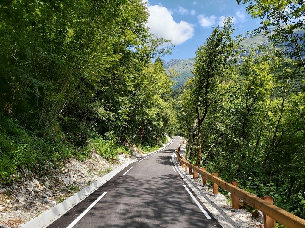 Obvozna cesta med Kobaridom in Trnovim ob Soči