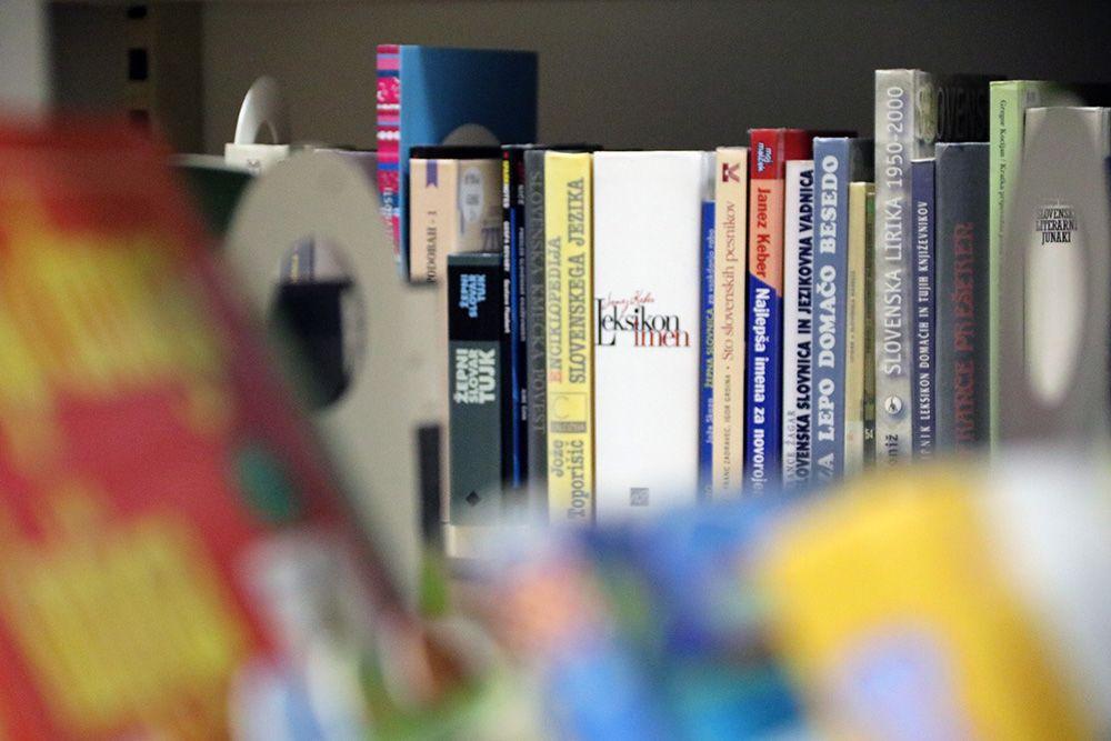 Vabilo med knjižne police