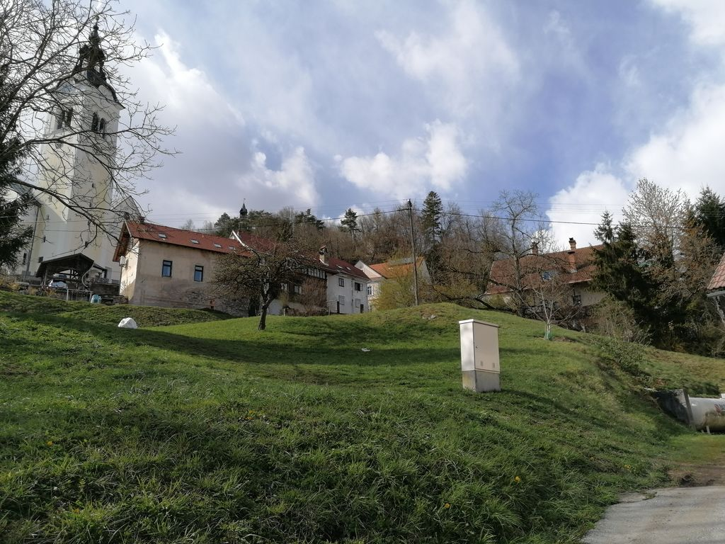 Območje, kjer se bo nahajalo Polhkovo razgledišče