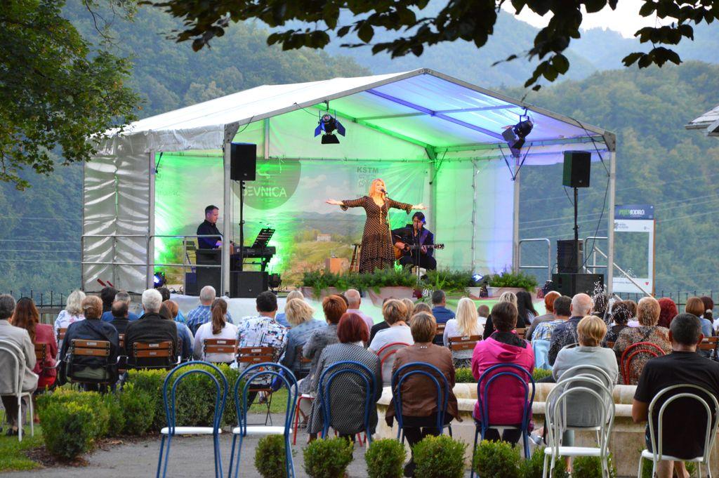 Koncert Helene Blagne na sevniškem gradu