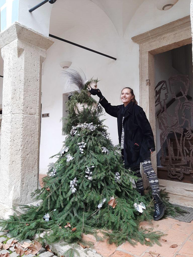 Slikarska gibanica v atriju gradu Sevnica