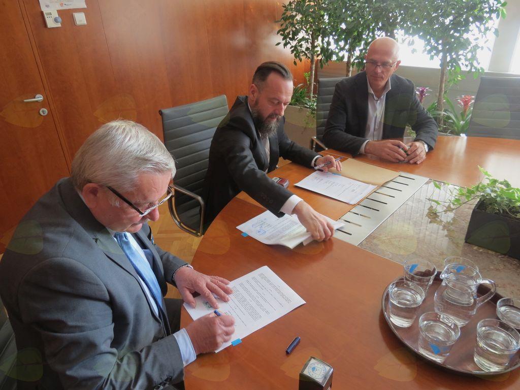 Podpisana pogodba za kanalizacijo Zaklanec in del Stare ceste v Horjulu