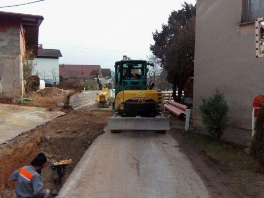 Izgradnja fekalne kanalizacije s spremljajočo infrastrukturo v Zaklancu in po Stari cesti v Horjulu odlično napreduje