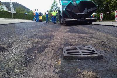 Nadaljevanje asfalterskih del v Zaklancu in delu Stare ceste v Horjulu