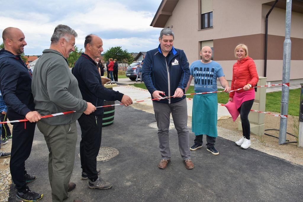 Otvoritev asfalta v novi ulici v Lovrencu na Dravskem polju