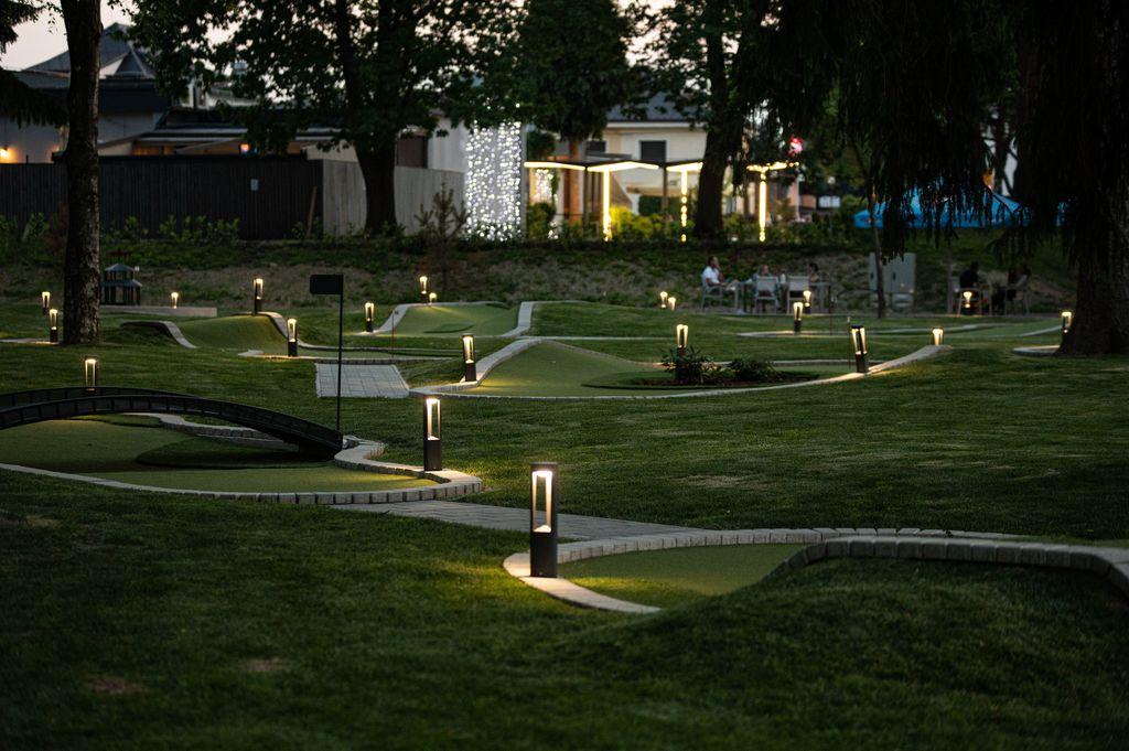Mini golf ponoči