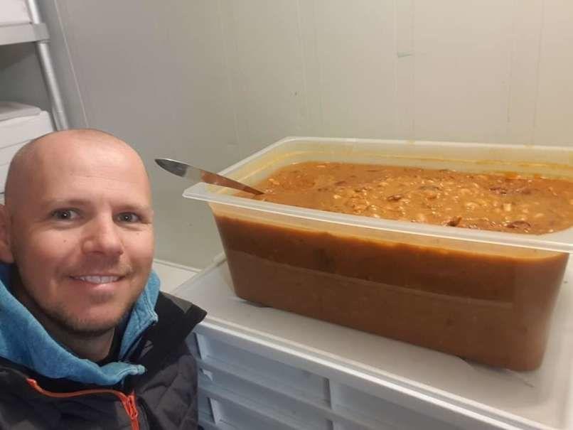 Borut Režek, lastnik picerije s Škofljice poskrbi za topel obrok pomoči potrebnim