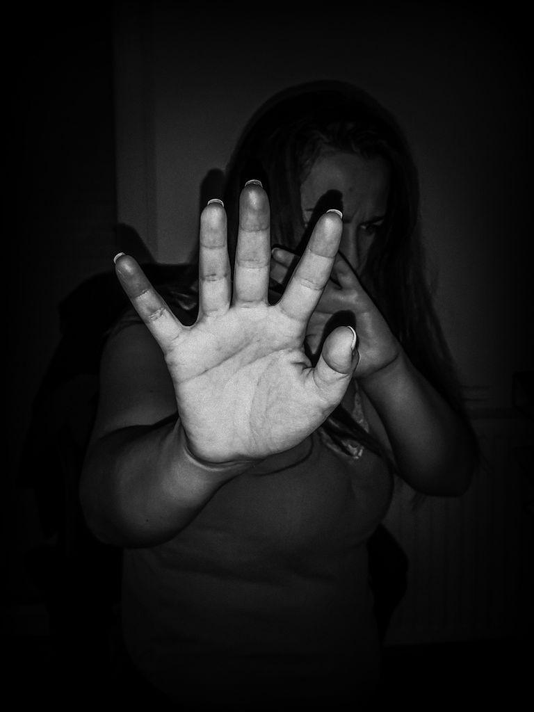 25. november – Mednarodni dan boja proti nasilju nad ženskami