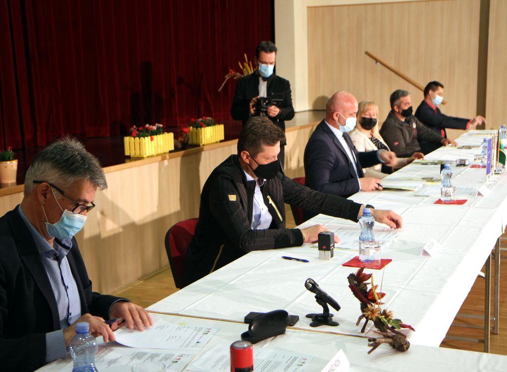 Pogodbo so podpisali župani občin Braslovče, Polzela in Žalec ter direktorji izvajalcev projekta.
