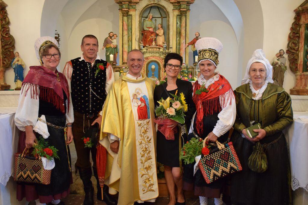 Bucike predale klekljane prte za cerkev sv. Ane na Okiču