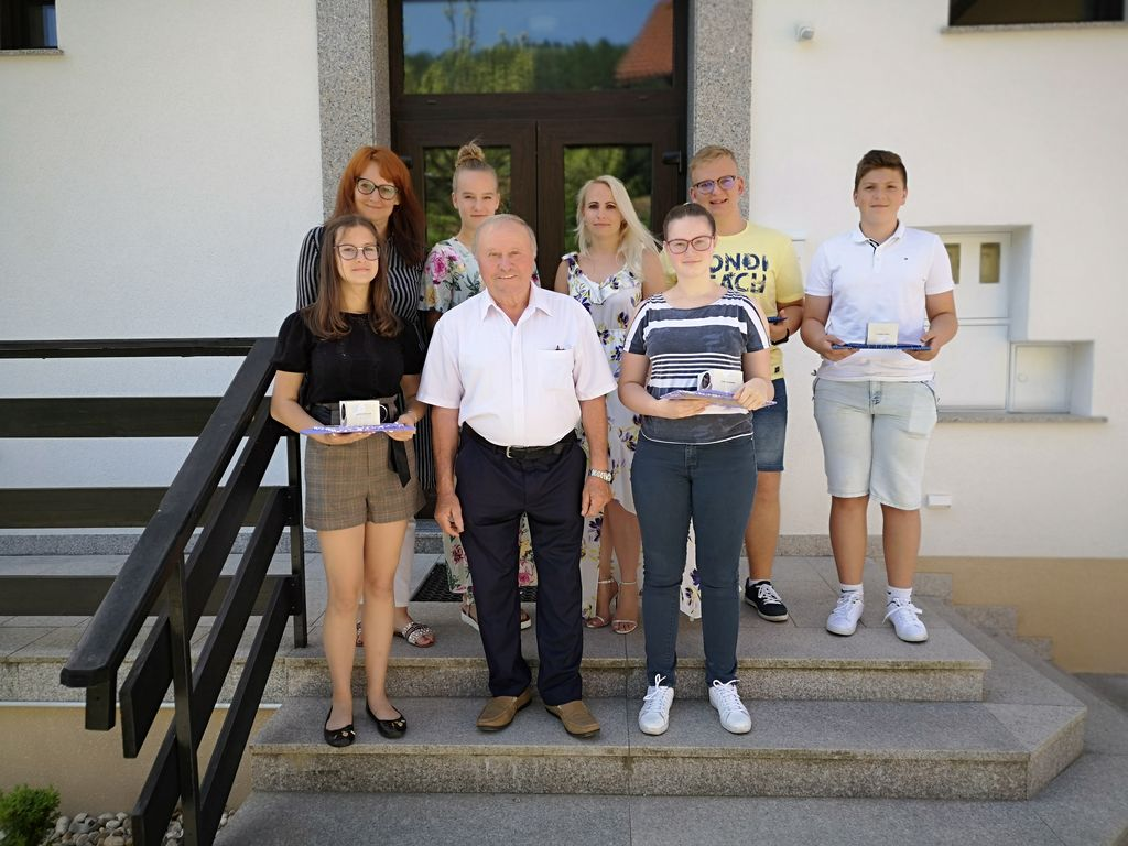 Sprejem najuspešnejših devetošolcev Osnovne šole Dobje pri Županu