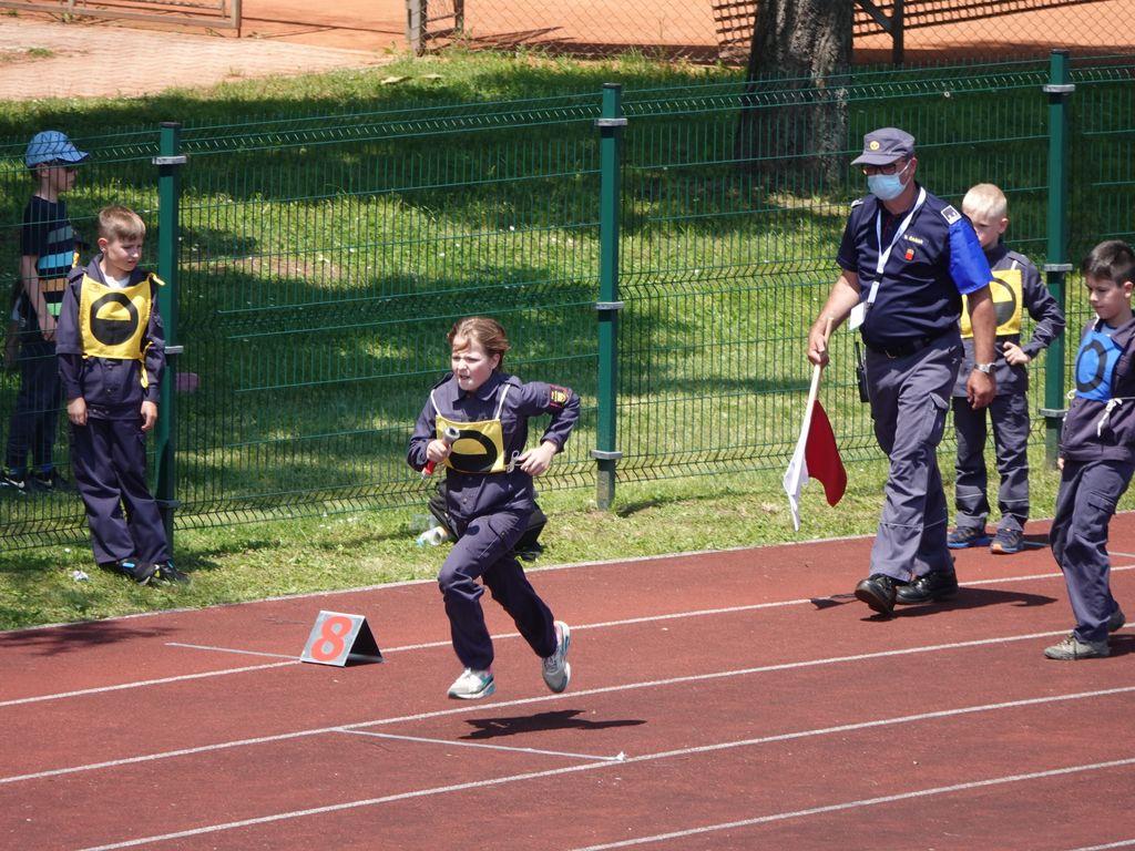 Pionirji na štafeti 400 m z ovirami