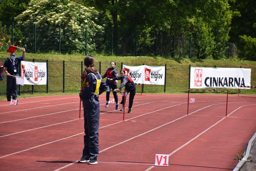 Mladinci na štafeti 400 m z ovirami