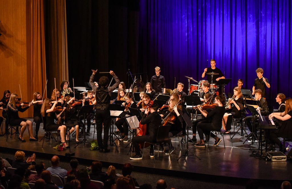 Z nastopa Simfoničnega orkestra GŠ Risto Savin Žalec