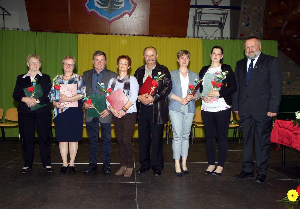 Dobitniki priznanj in plaket z županom Francem Sušnikom