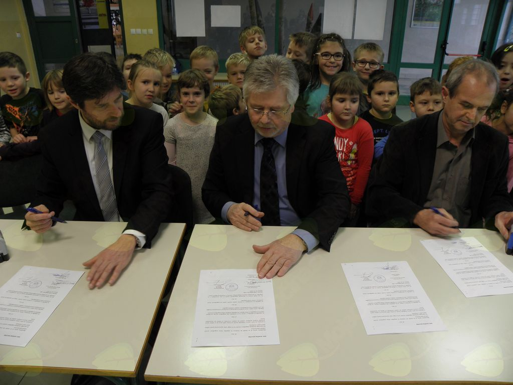 Podpisana pogodba za gradnjo prizidka k OŠ Ig