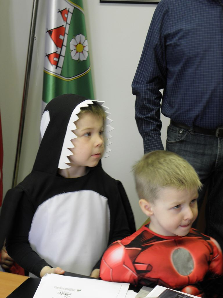 Maškare iz Vrtca Ig obiskale župana