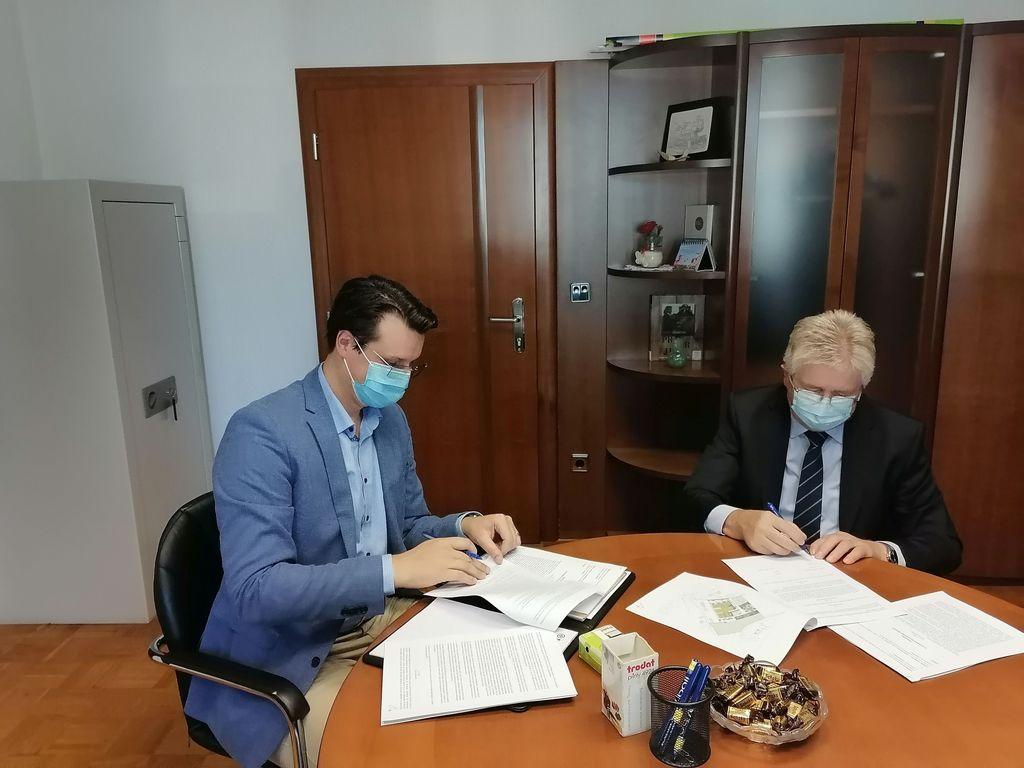 Podpisana pogodba za javno-zasebno partnerstvo za dom starejših občanov v Občini Ig