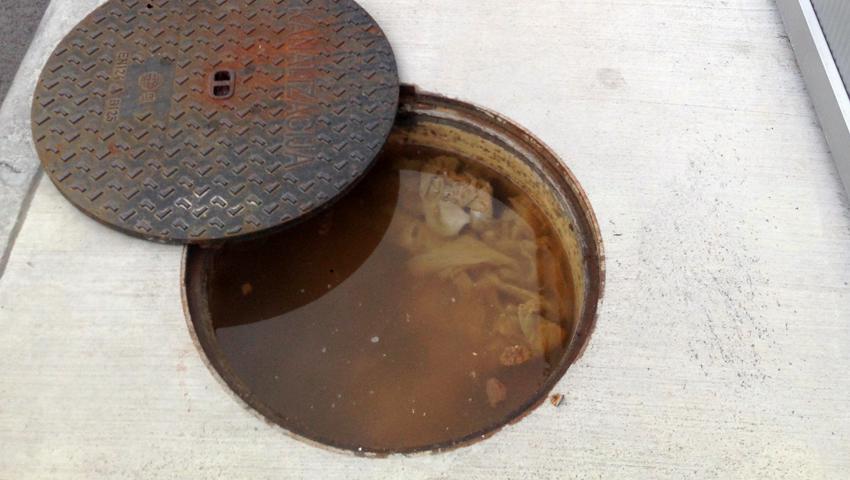 Vas zanima kaj se najpogosteje znajde v kanalizacijskem odtoku, pa vanj zagotovo ne sodi?