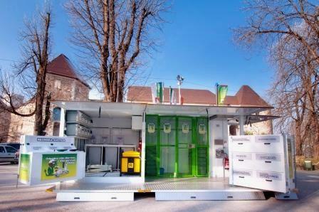 Premična zbiralnica za nevarne gospodinjske odpadke ter odpadno električno in elektronsko opremo