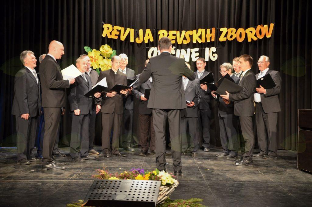 Zborovska pesem je odmevala na Golem