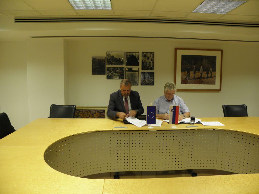 Podpisana pogodba za projekt Na-kolih