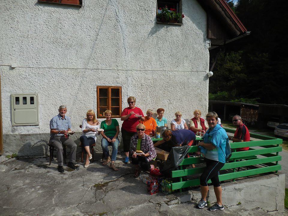 Prikolesarili smo do Tisnikarjeve rojstne hiše