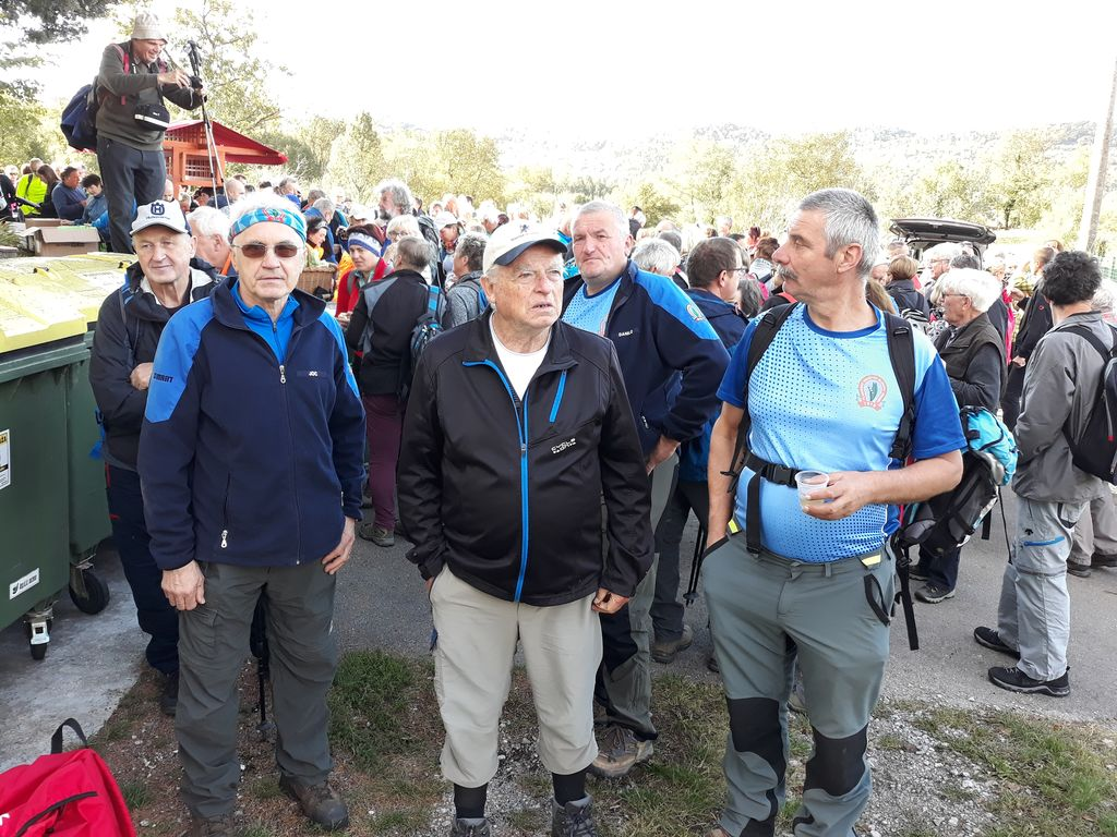 Vodniška ekipa in planinci