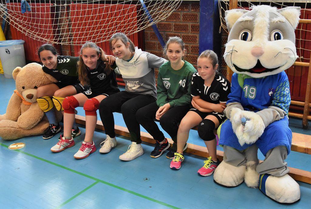 Igralke Rokometne šole Alena Mihalja osvojile že tretji naslov državnih prvakinj